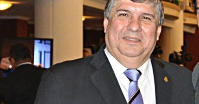"""José Mayans: """"No compartimos el dictamen que viene de Diputados, es inconstitucional"""""""