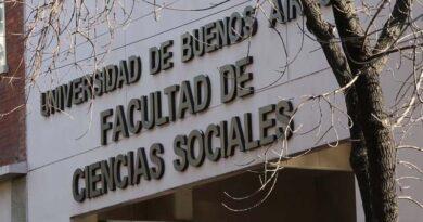 Marcha a la Facultad de Sociales (UBA): los alumnos denuncian que no los dejan recibirse